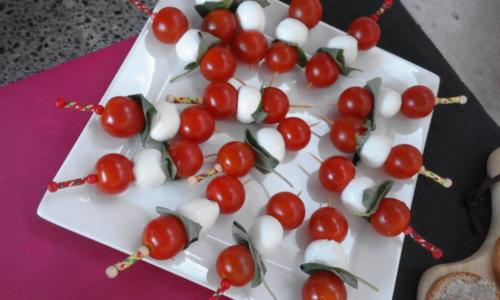 brochettes mozza tomates cerise basilic(buffet apéro et buffet dînatoire)