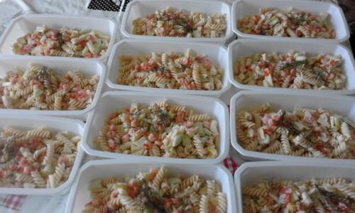 salade de pâtes nordique(pâtes,saumon fumé,pommes ,concombres,aneth)