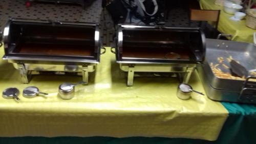 buffet chaud (service en chafing dish) en salle des fêtes
